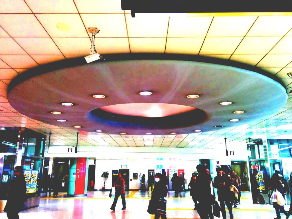 府中駅の天井