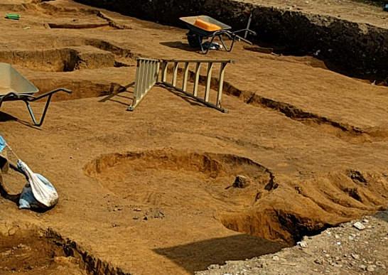 寿町の遺構発掘現場