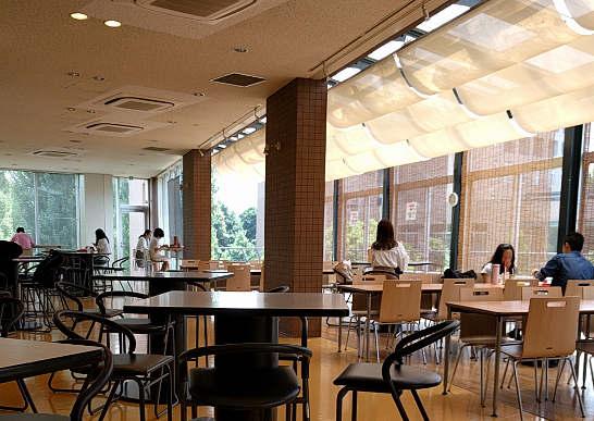 東京外国語大学の学生食堂