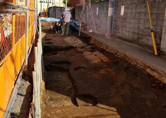 称名寺裏の遺跡発掘現場